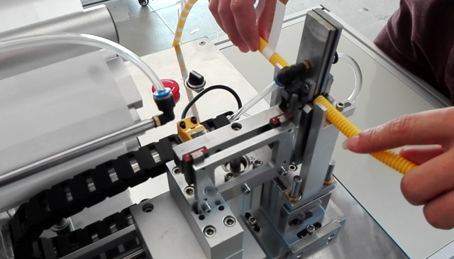 details of the semi-automatic cable labeling machine