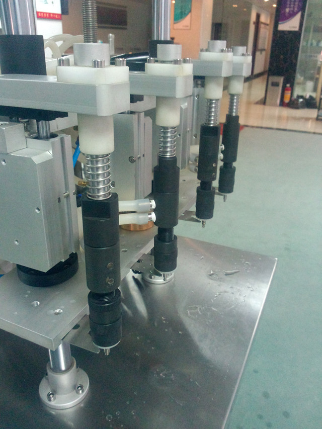 Details of the 4 heads semi automatic filling machine for perfume