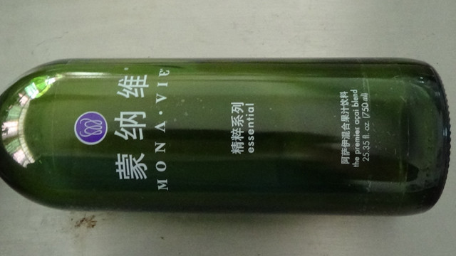 sample by the transparent labels bottle labeler