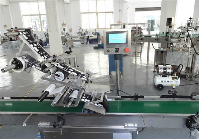 Flat surface top labeling machine automatic at workshop