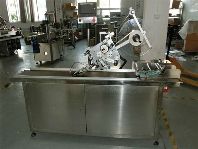 flat surface top labeling machine automatic at work plant