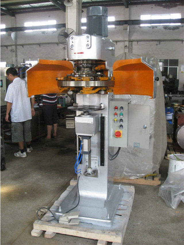 Close view of the metal can sealing machine