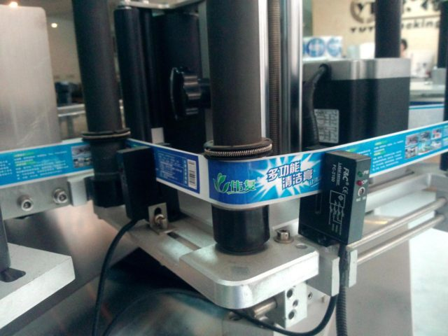 Details of the automatic labeling machine for round bottles