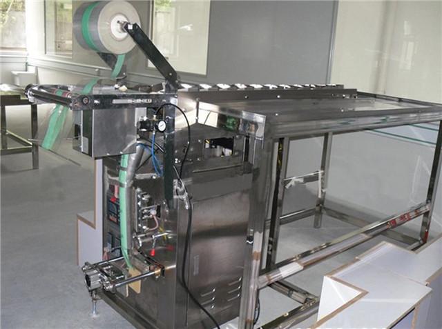 Full view of the hardware packing machine