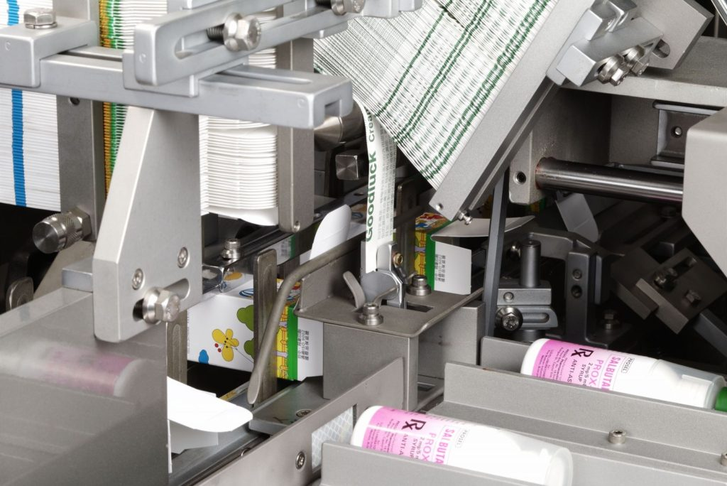 Insert products into box by the hot melt glue cartoning machine