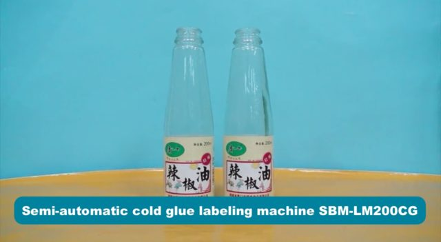 Round bottles labeling with the semi-automatic cold glue labeling machine