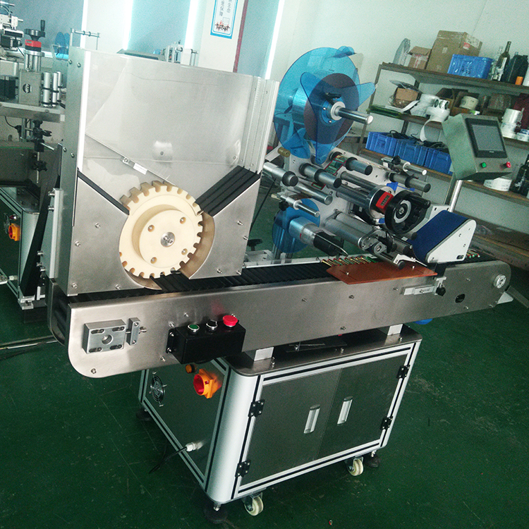 Side view of automatic horizontal round bottle labeling machne