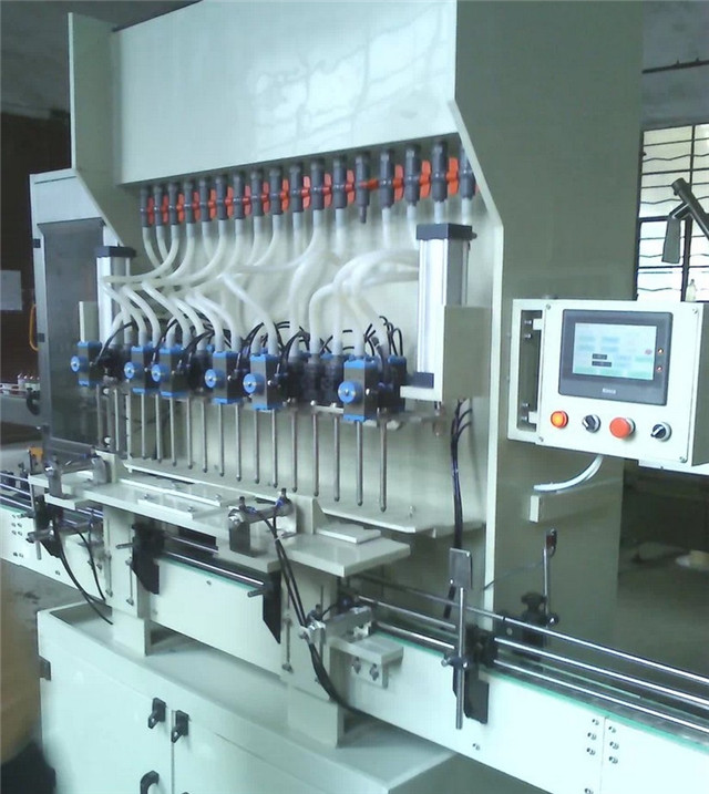 Side look of linear anti-corrosion filling machine for strong liquid