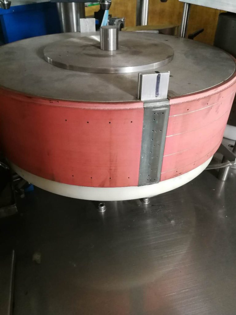 Labeling rotating drum of hot melt glue labeling machine model SBM-HMGL400