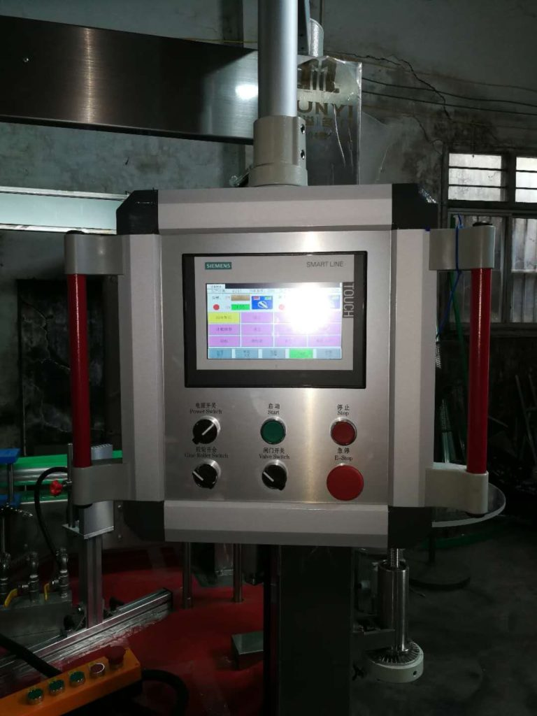 Touch Screen with HMI function of hot melt glue labeling machine model SBM-HMGL400