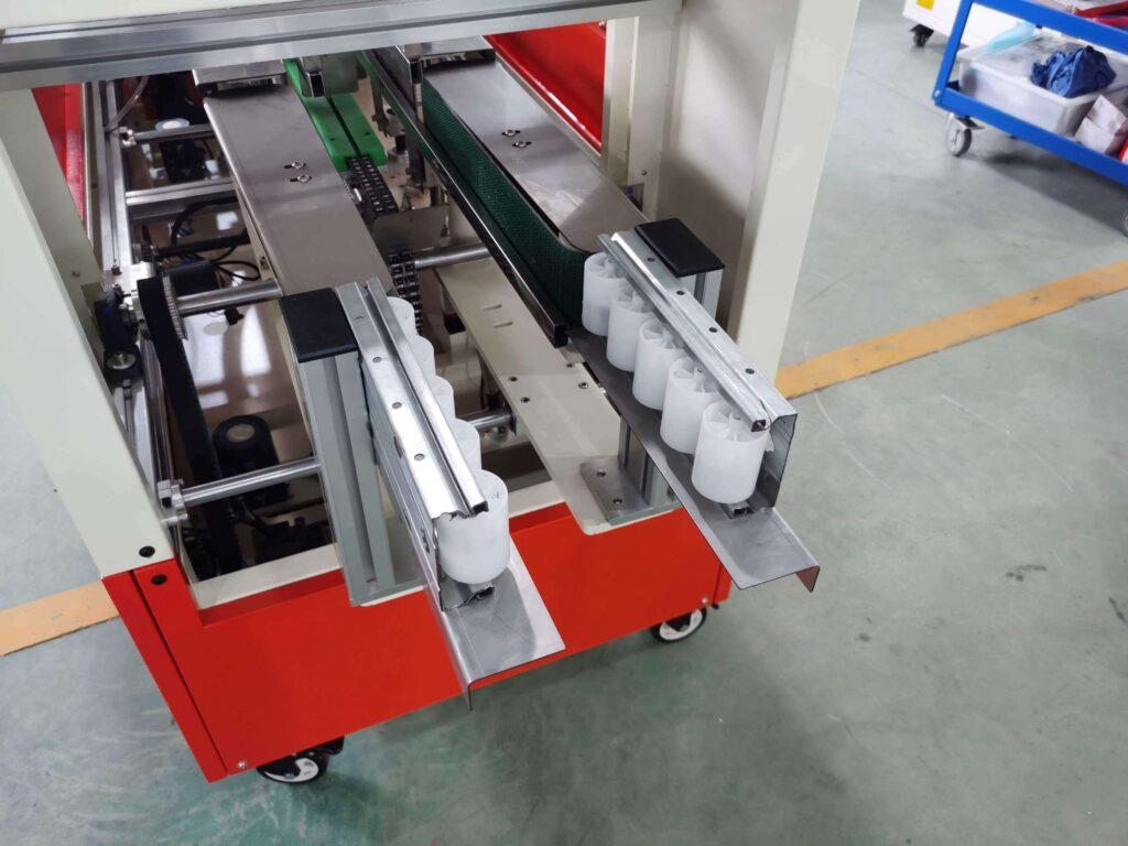 Box out mechanism of the hot melt glue box sealing machine