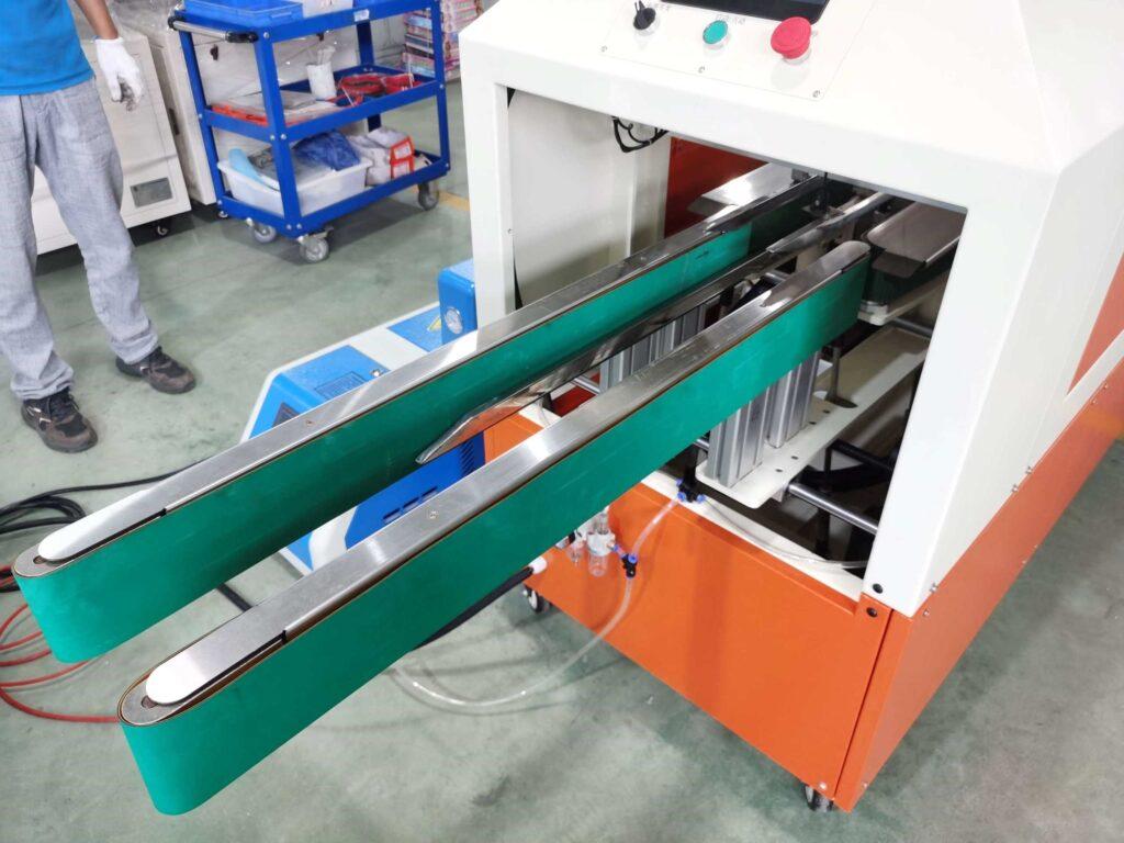 Conveyor for the hot melt glue box sealer