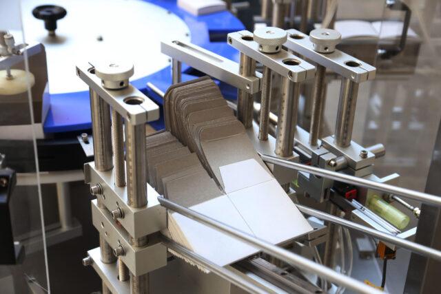 Carton magazine for the vertical rotary cartoner